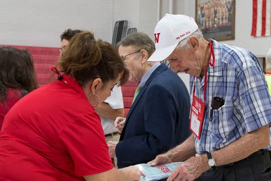Michele Ward helps Pierce Green '50 during registration